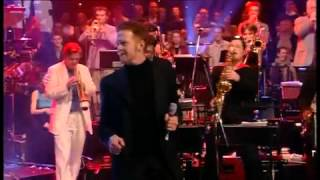 Leo Green performing T-Bone Shuffle with Mick Hucknall & Jools Holland