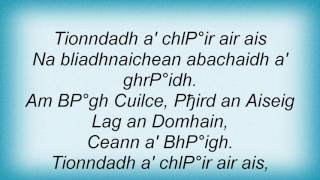 Runrig - Meadhan Oidhche Air An Acairseid Lyrics