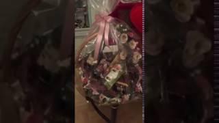 видео Корзина новогодняя подарочная: что положить, как оформить