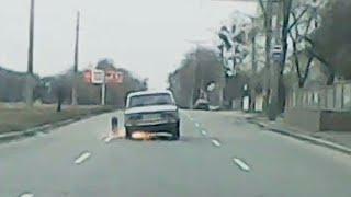 На полном ходу, отвалилось колесо - Трехколесный таз, который не радует глаз. #Харьков