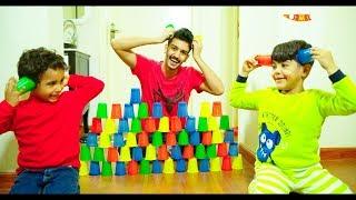 زياد,الياس ومازن يلعبون في ألأكواب الملونة\Zyad,Elias and mazen play with colored cups