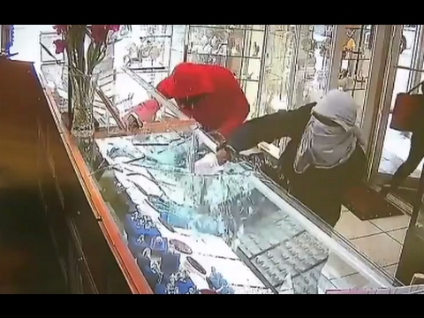 Jewlery Store Robbed In 30 Seconds CAUGHT ON TAPE | ABC News