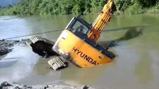 Excavadora en problemas.