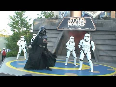 Darth Vader and Stormtroopers dance to Michael Jackson at Disneys Star Wars Weekends 2010