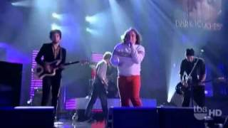 "Har Mar Superstar Performs ""Girls Only"" on ""Lopez Tonight"""