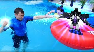 Школа героев Акватим в аквапарке. - Мегатрон в бассейне.