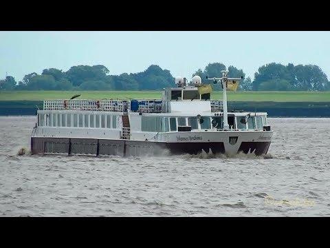 4-star inland cruise liner JOHANNES BRAHMS DC3032 MMSI 211597760 Flusskreuzfahrer Emden 5Bft