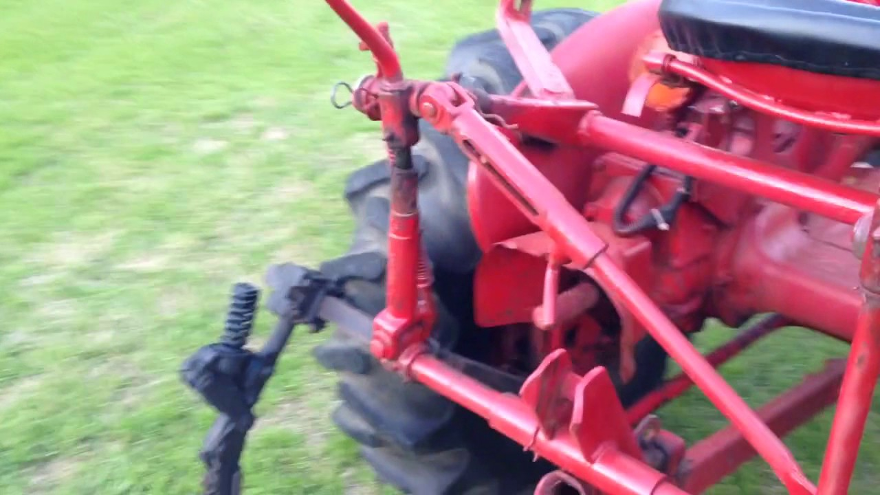 1959 farmall 140 tractor with 1 point fast hitch and cultivators