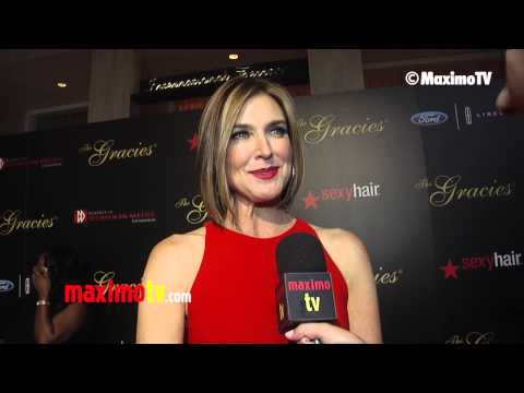 """Brenda Strong Interview at 2013 """"Gracie Awards"""" Gala Red Carpet ARRIVALS"""