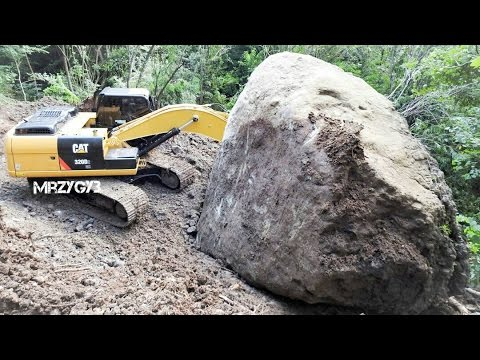 CAT 320D2 GC Excavator Sliding Huge Rockfall