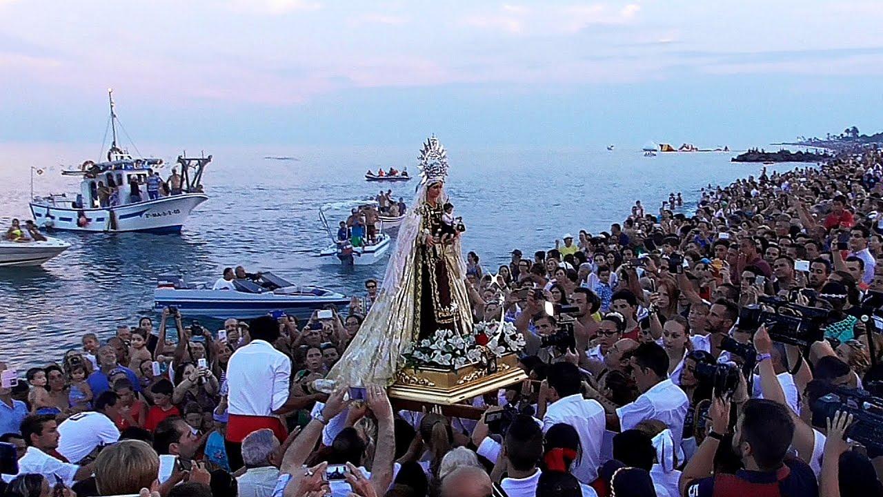 Resultado de imagen de virgen del carmen en el mar
