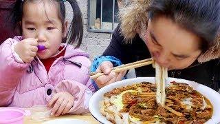 早餐来一盆锅巴粉,配上霉豆腐,咸鸭蛋,这饭吃的太丰盛了!【苗阿朵美食】