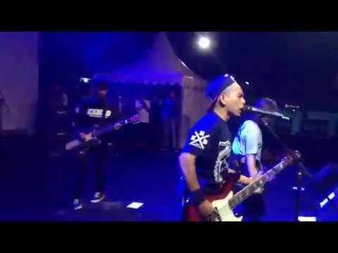 Stand Here Alone - Korban Lelaki Live
