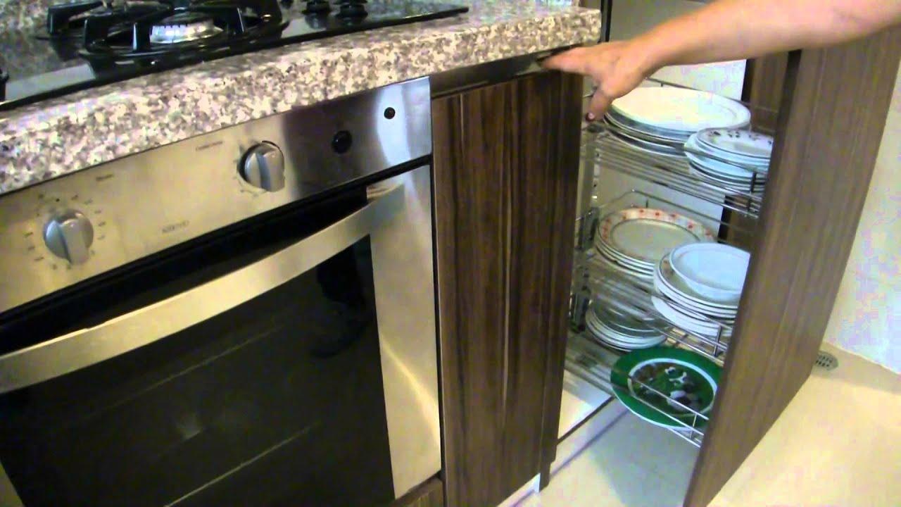Yura ecuador cocinas con herrajes esquineros youtube for Esquineros para cocina