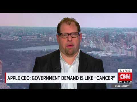 CNN - Apple Boss Deviant in Encryption Battle