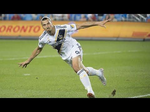 Ibrahimovic marca golo 500 e candidata-se ao prémio Puskas