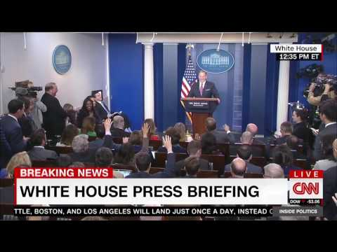 Rob Gronkowski crashes White House press briefing, asks Spicer if he needs help