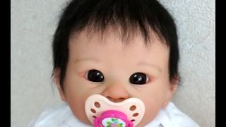 リボーンベビードールお目目くりくりの赤ちゃん