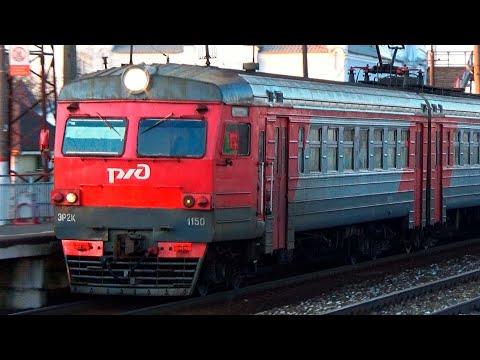 Электропоезд ЭР2К-1150 на станции Михнево