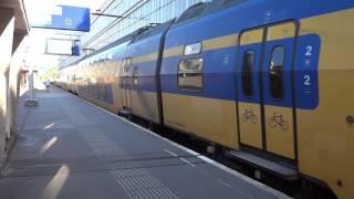 オランダ ハールレム駅を出発する列車