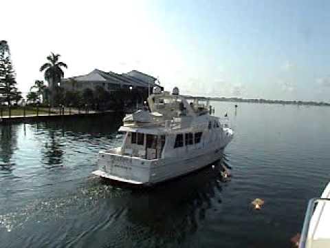 Bahamas Cruiser & Great Loop Boat  Underway