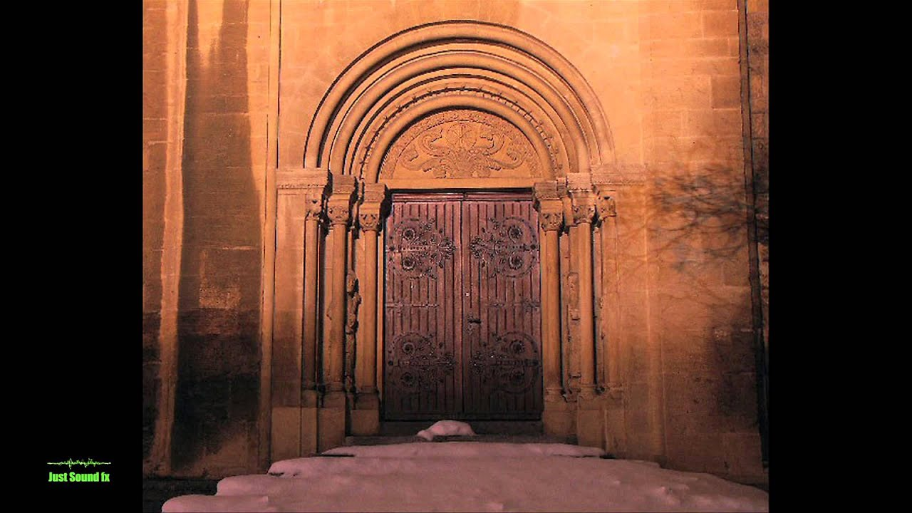& Castle door opening/closing sound - YouTube