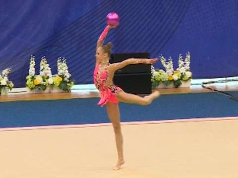 gimnastki-v-dushe-onlayn-video