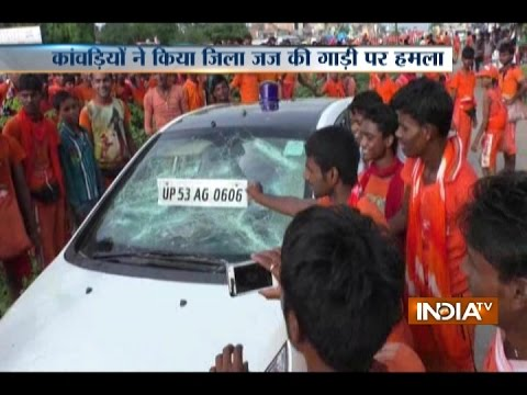 Uttar Pradesh: Kanwariyas Attack on District Judge's Car in Basti