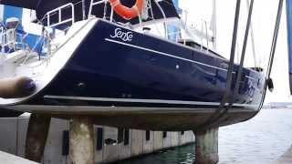 Обслуживание яхт: подъём парусной яхты Beneteau Sense 55(Подъём для зимнего хранения и обслуживания парусной яхты Beneteau Sense 55. Части видео: - перегон на подъём; - подъё..., 2015-11-08T00:52:03.000Z)