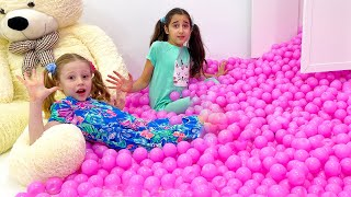 Nastya and kids jokes with her friends
