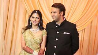 Neuly Married Couple Isha Ambani & Anand Piramal's GRAND ENTRY At WEDDING Reception In Mumbai