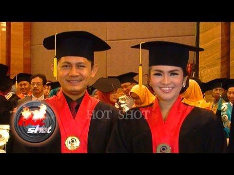Fitri Carlina dan Suami Raih Gelar Sarjana Hukum - Hot Shot 07 Oktober 2016