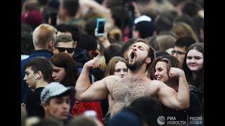 Болельщики на Fan Fest в Петербурге