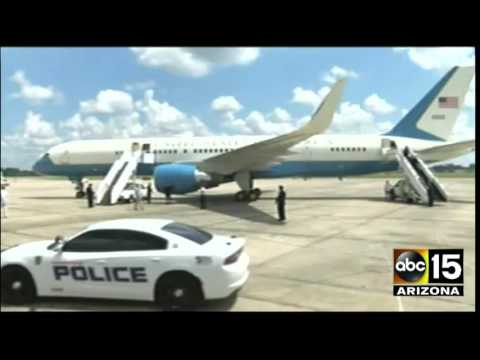 President Obama arriving in Baton Rouge, LA - Obama to tour Louisiana Floods