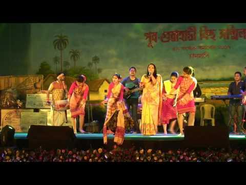 Madhuri Gogoi Tauling Porota Oi (Tiwa song) Live Bihu Show by Madhuri Gogoi.