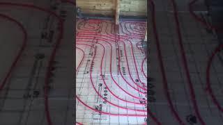 Тёплый пол в доме из бруса. Этап раскладка трубы на утеплитель.