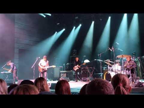 lovelytheband at The Anthem on Friday, April 6, 2018 - Broken