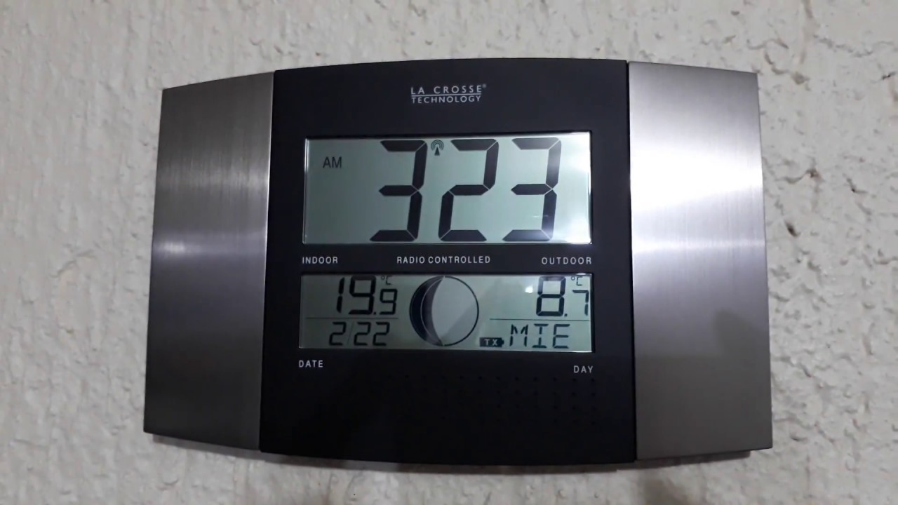 3adb2588bcce LA CROSSE TECNOLOGY WS-8117U-T Atomic Clock - Reloj Atómico - YouTube