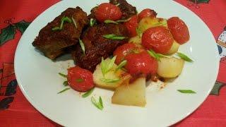 Нежные свиные ребрышки с овощами в духовке