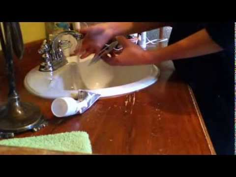 r parer et nettoyer un cd ray avec du dentifrice faire dispara tre les rayures sur un cd youtube. Black Bedroom Furniture Sets. Home Design Ideas