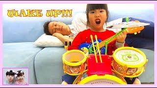 유니 아빠 깨우기 대작전! Yuni and Papa Pretend Play with Musical Instruments Toys for Kids 로미유스토리 Romiyu story