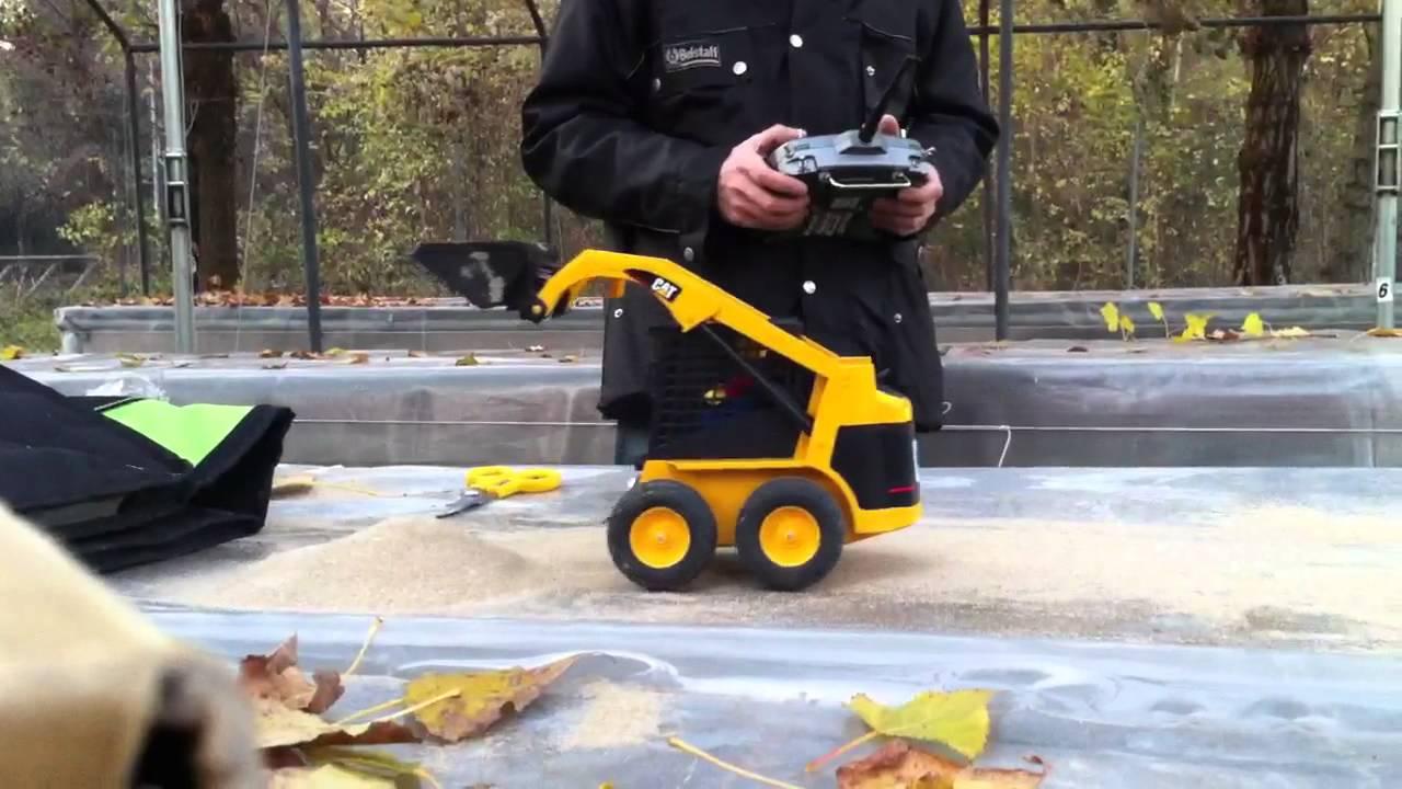Rc bruder skid steer bobcat - YouTube