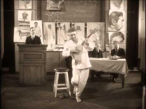 Кандидат в президенты Франции Марин Ле Пен танцует после поражения на выборах - Цензор.НЕТ 7411