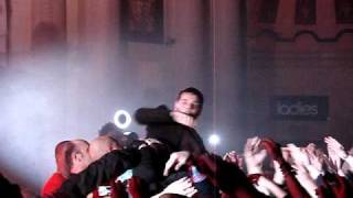 The Streets - OMG Mike Skinner surfing the crowd