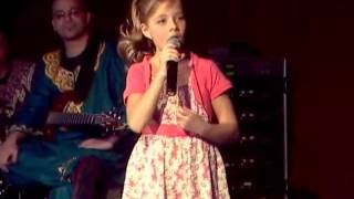 "Jackie Evancho Singing ""I Will Always Love You"" In Italian"