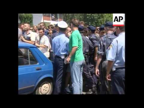 YUGOSLAVIA: ARMY RESERVISTS CONTINUE TO DEMONSTRATE