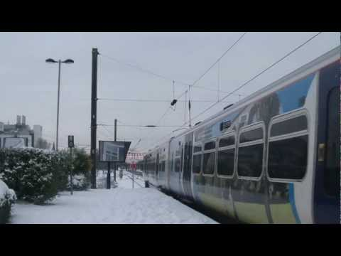 TRAINS AT WELWYN GARDEN CITY IN THE SNOW (FULL HD)