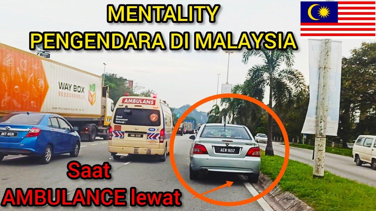 Melihat ambulance malaysia menerobos kemacetan dilampu merah
