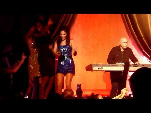 Ne Yo singing Happy Birthday and Miss Independent (SI Models Alyssa Miller & Damaris Lewis)