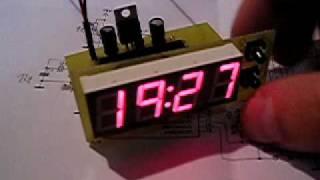 Digitální hodiny ATmega8